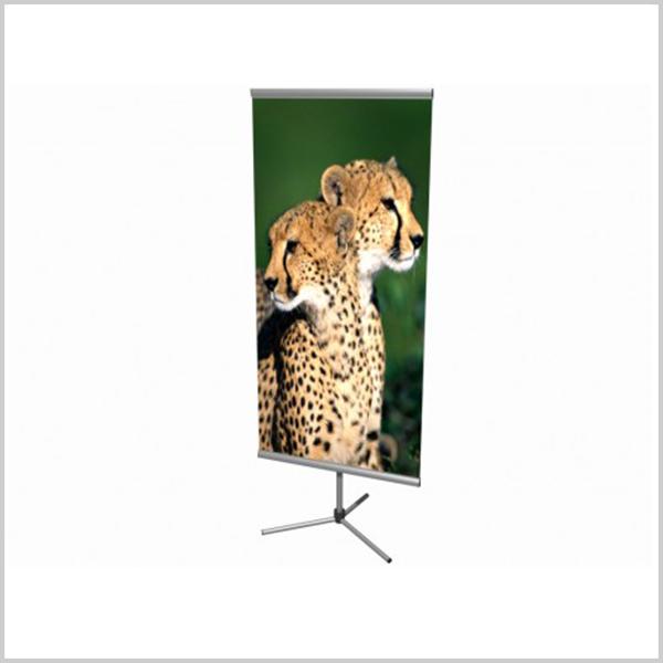 Bi-side est un porte affiche doufle face équipé d'une canne télescopique réglable en hauteur.Ce produit existe en plusieurs dimensions et configurations.