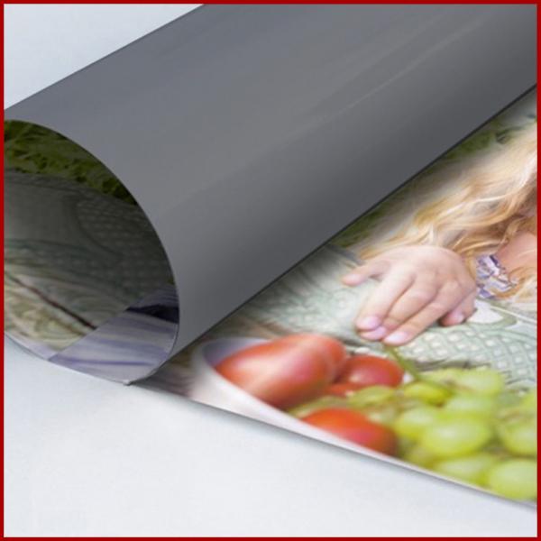 Papier Plastifié : Nos affiches plastifiées sont imprimées sur un papier satiné conçu pour l'impression haute définition (comme l'impression de poster)