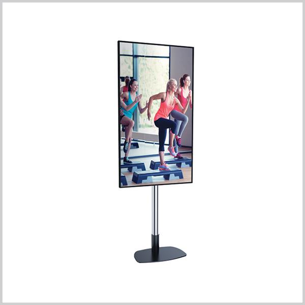 Ecran Vitrine Magasin 75 pouces Ultra HD 3840 x 2160 pixels , en portrait ou paysage au format gigantesque ! Existe aussi en version tactile.